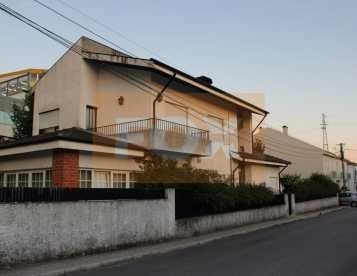 Moradia V3 isolada em Rio Tinto - Gondomar